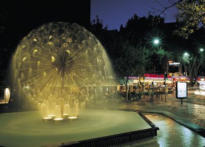 キングスクロスの中心にあるエルアラメインの噴水