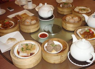 飲茶は大勢で食べた方がたくさんの種類のものが食べれるしお値段もお得