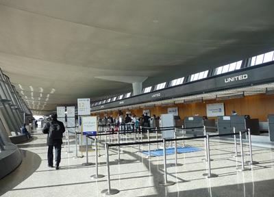 ワシントンDCのダレス国際空港 出発ロビー