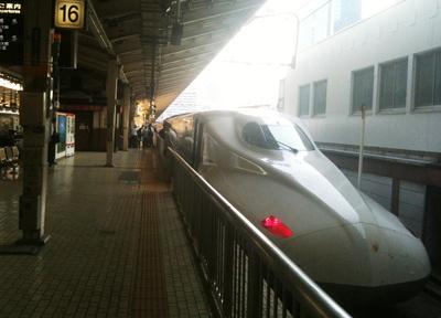 東京駅に停車する「東海道新幹線N700系」
