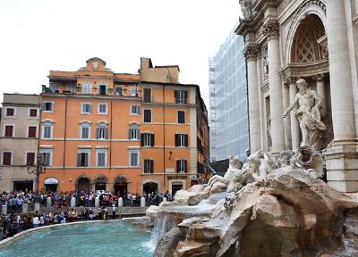 イタリア・ローマの「トレビの泉」