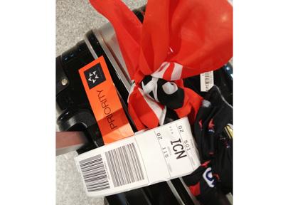 スーツケースに荷物をパッキング