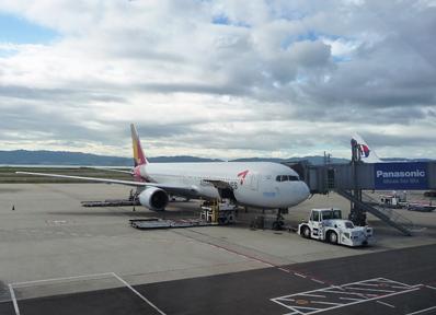 関西国際空港に駐機するアシアナ航空