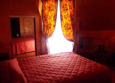 パリで泊まった3つ星ホテルの部屋