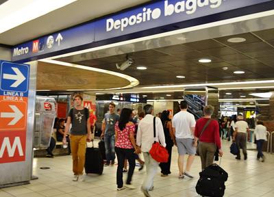 ローマ・テルミニ駅の地下鉄乗り場への入口