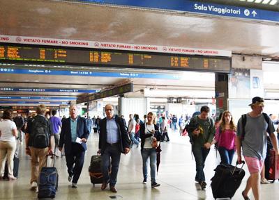 多くの利用者で混雑するテルミニ駅 ※画像はイメージです