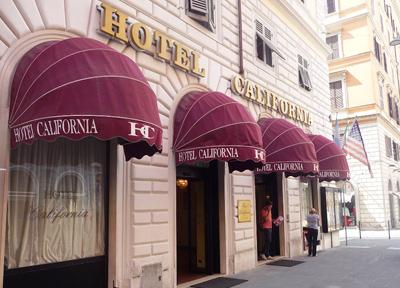 テルミニ駅そばに並ぶホテル