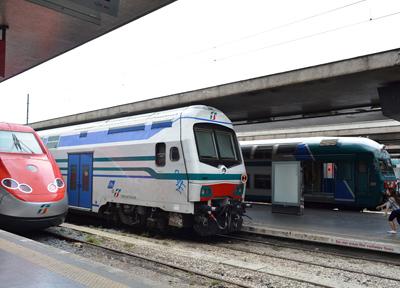 テルミニ駅には多くの列車が発着する