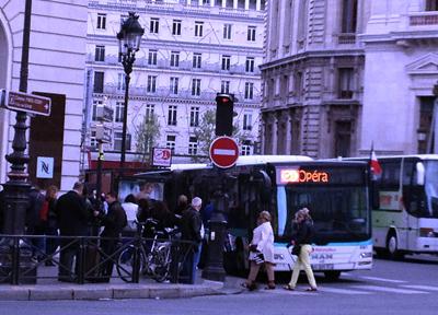 パリ・シャルルドゴール空港とオペラ・ガルニエを結ぶリムジンバス