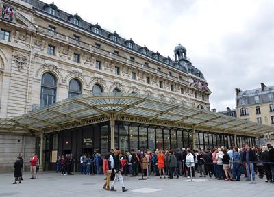 パリ・オルセー美術館の正面玄関