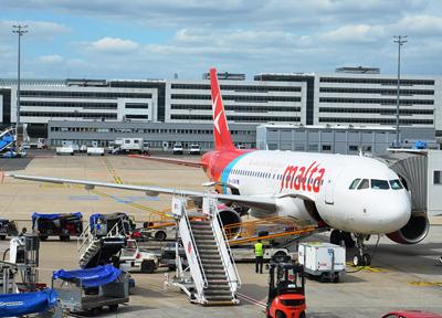 シャルル・ド・ゴール空港で見つけた「マルタ航空」