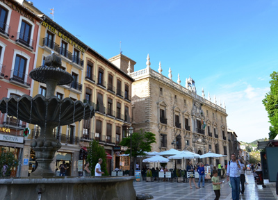 グラナダの中心にある「ヌエバ広場」