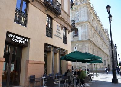 セビーリャの街なかにあるスターバックス・コーヒー