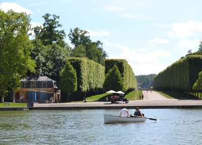 ヴェルサイユ宮殿の庭園と運河