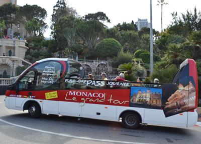 モナコ・モンテカルロ 市街地を走るバス