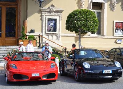 モナコ カジノ前に停車する高級車