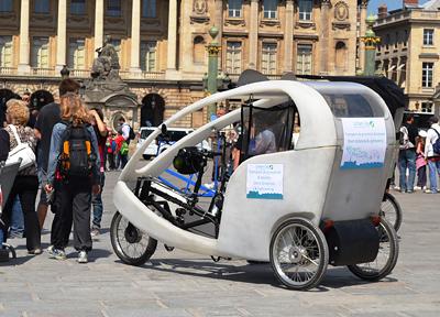 パリを走るべロタクシー