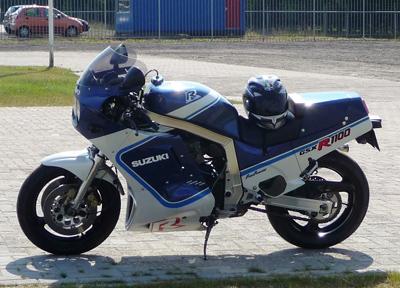 大型のバイクに乗るのにあこがれる人は多い(オランダにて撮影)