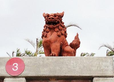 沖縄のいたる所で見かける「シーサー」