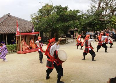 琉球村の名物イベント「道ジュネー」は毎日開催