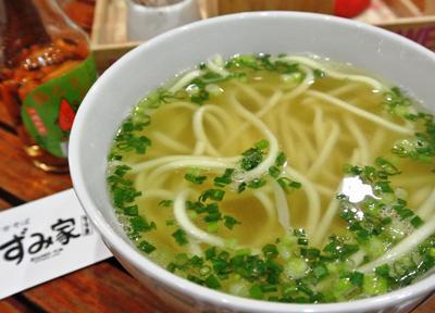 沖縄そばと異なる「宮古そば」を食す