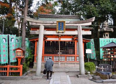 八坂神社の末社にあたる美御前社