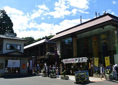 仙台城址に並ぶお土産店