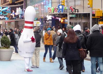 タイムズスクエアにいた謎の着ぐるみ