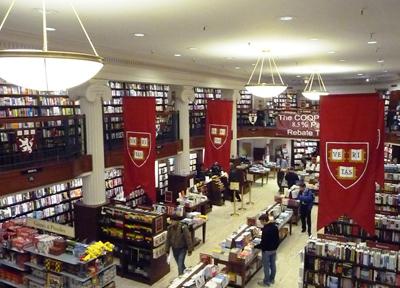 「ハーバード大学」キャンパスの生協