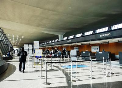 セキュリティが厳しいアメリカの空港(DCダレス空港)