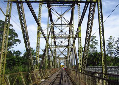 パナマとコスタリカの国境は吊り橋