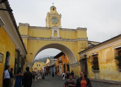 アンティグアは南欧風の美しい街並みで有名