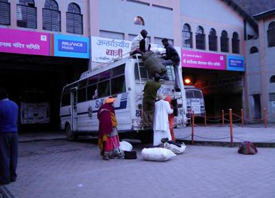 インドのローカルバス