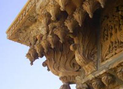 ハヴェーリーという細かい彫刻の施された屋敷