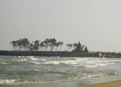 海岸寺院はビーチからも眺められます