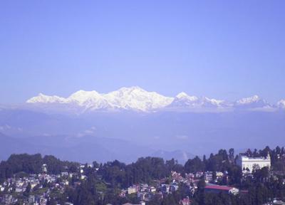 ホテルの屋上から標高8000メートルを超える霊峰・カンチェンジュンガ