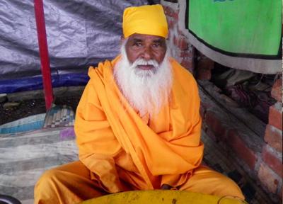 サドゥーと呼ばれるヒンドゥー教の行者
