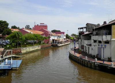 運河が流れる町